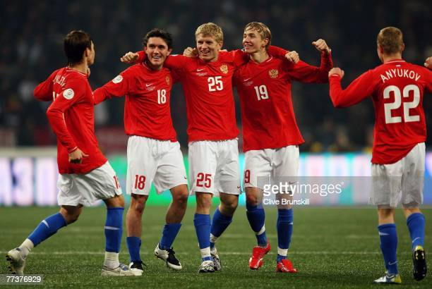Russian goal scorer Roman Pavlyuchenko celebrates at the final whistle with team mates during the Euro 2008 Qualifying match between Russia and...