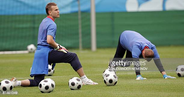 Russian goalkeepers Igor Akinfeev and Vyacheslav Malafeev warm up during a training session in Leogang on June 5 2008 The Russian team is in group D...