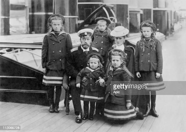 czar Nicholas II and czarin Alexandra Fedorovna with their children Alexis Anastasia Mary Tatiana and Olga around 1905 photographed by E de Hahn...