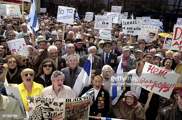 Russian Jews demonstrate in support of Israel at a rally iin Brighton Beach Brooklyn