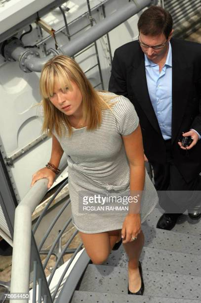 Russian Maria Sharapova one of the world's top tennis players waves walks to a photo session on the roof of a hotel in Singapore 28 December 2007 The...