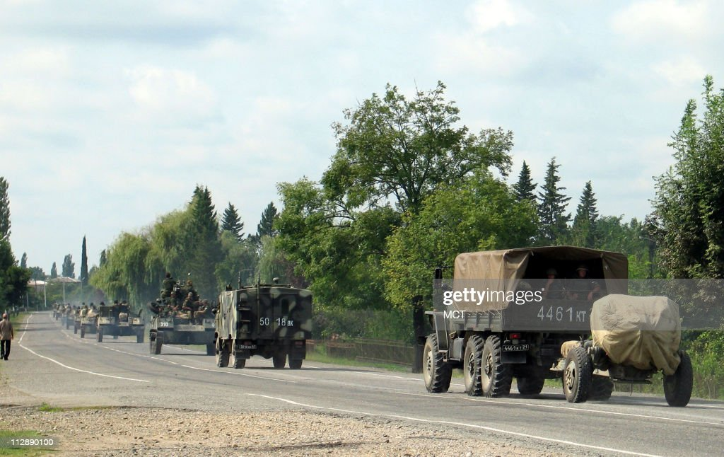 Russian military vehicles drive out of western Georgia towar : News Photo
