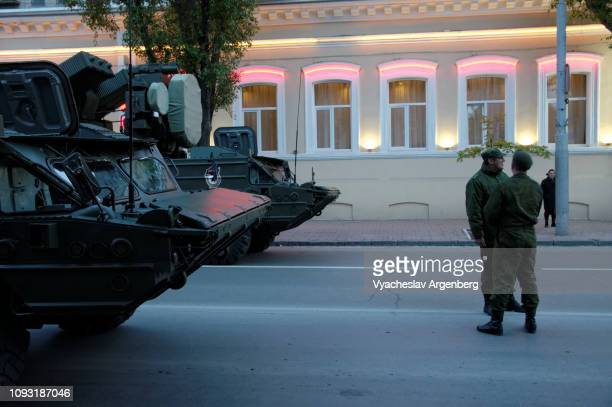 russian military vehicles in rostov-on-don, late evening atmosphere - argenberg bildbanksfoton och bilder