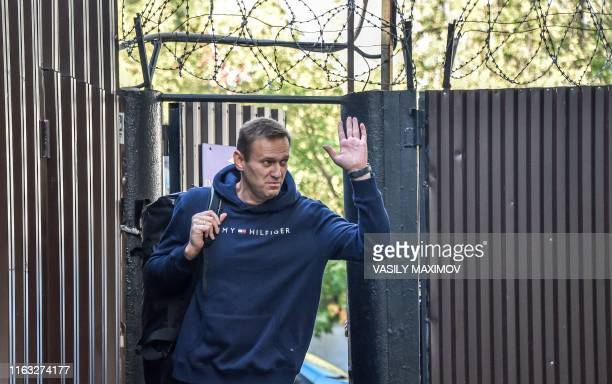 Russian opposition leader Alexei Navalny waves as he leaves the detention centre in Moscow on August 23, 2019. - Kremlin critic Alexei Navalny was...