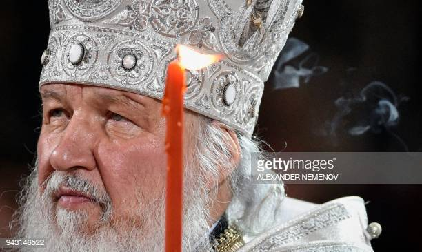 TOPSHOT Russian Orthodox Patriarch Kirill holds an Orthodox Easter service in Moscow early on April 8 2018 / AFP PHOTO / Alexander NEMENOV