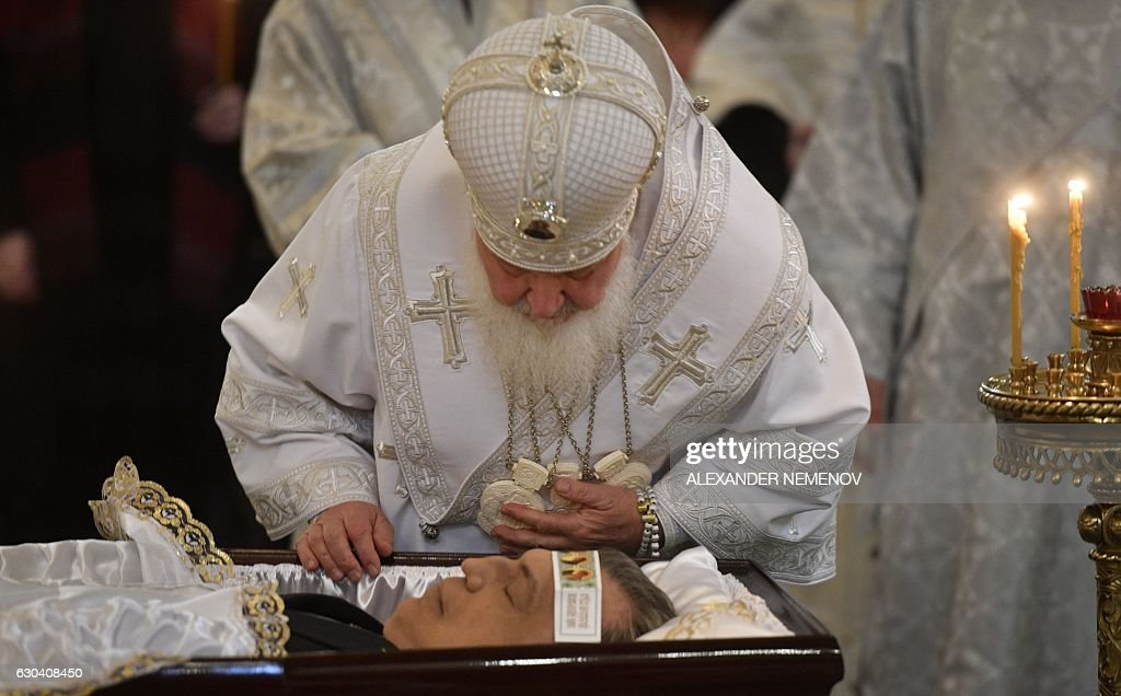 Russian Orthodox Patriarch Kirill pays his respects to killed Russian ambassador to Turkey, Andrei Karlov, during the funeral ceremony at the Christ the Savior Cathedral in Moscow on December 22, 2016. President Vladimir Putin on December 22, 2016 bade farewell to Andrei Karlov at a packed memorial ceremony in Moscow for the diplomat who was assassinated in Turkey by an off-duty policeman. / AFP / Alexander NEMENOV