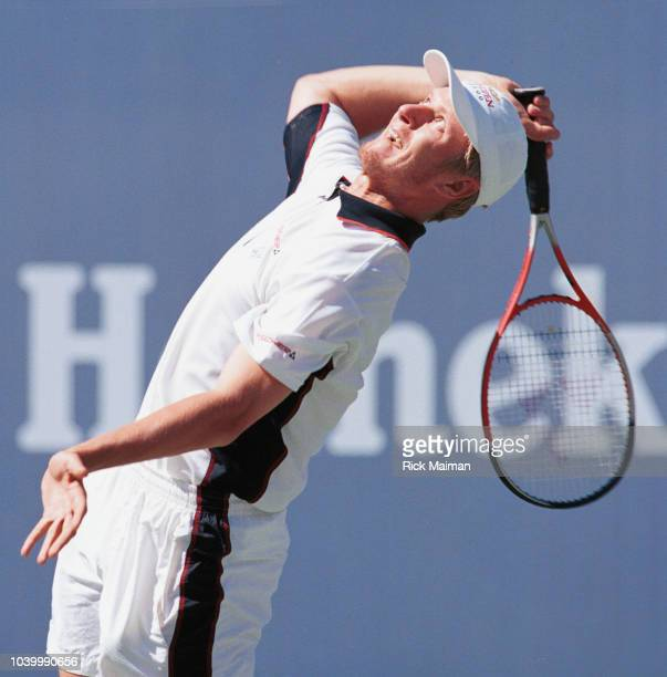 Russian player Evgueni Kafelnikov lost against Andr Agassi