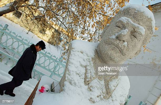 Russian policeman passes by a statue of Soviet dictator Josef Stalin December 2 2003 in Ishim Russia that was restored by local proStalinists on...
