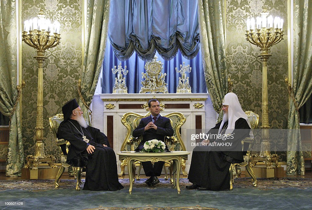 Russian President Dmitry Medvedev (C) meets with Ecumenical Patriarch Bartholomew I (L) and Russian Orthodox Patriarch Kirill (R) at the Kremlin in Moscow on May 25, 2010. Patriarch Bartholomew I is on a visit to Moscow expected to last several days.