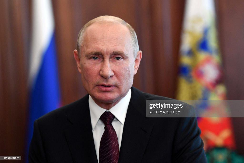 RUSSIA-VIRUS-HEALTH-POLITICS-EDUCATION-GRADUATE : News Photo