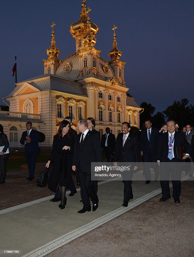 Russian President Vladimir Putin (2nd L) and Argentina's President Cristina Fernandez de Kirchner (L) walk with other G-20 leaders for the dinner at the Peterhof Palace in St. Petersburg, Russia on Thursday, September 5, 2013. World leaders are expected to discuss Syria at the dinner. The G20 summit begins on September 5, 2013 in Strelna town of Saint Petersburg under Russian Presidency.