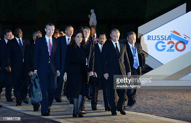 Russian President Vladimir Putin and Argentinian President Cristina Fernandez de Kirchner walk with other G-20 leaders for the dinner at the Peterhof...