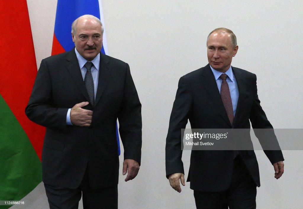 Russian President Vladimir Putin receives Belarussian President Alexander Lukashenko in Sochi : News Photo
