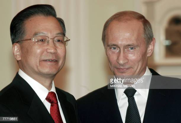 Russian President Vladimir Putin and Chinese Premier Wen Jiabao smile for the media before convening for talks in Moscow's Kremlin 05 November 2007...
