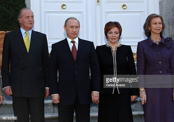 Russian President Vladimir Putin and his wife Ludmila Putin are received by Spanish Royals King Juan Carlos of Spain and Queen Sofia of Spain for a...