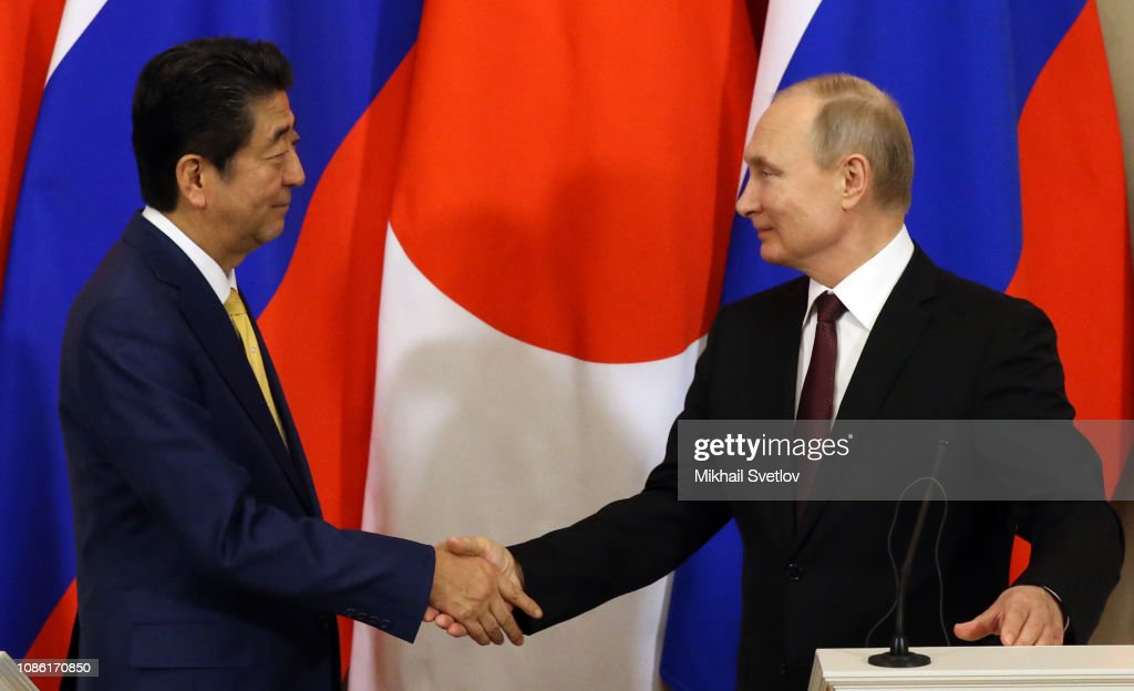 Russian President Vladimir Putin receives Japanese Prime Minister Shinzo Abe at the Kremlin : News Photo