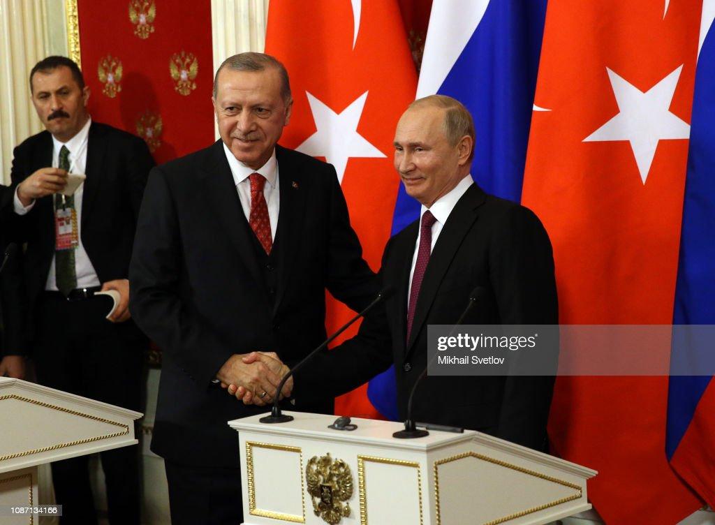 Russian President Vladimir Putin receives Turkish President Recep Tayyip Erdogan at the Kremlin : News Photo
