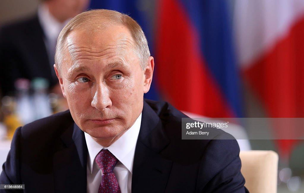 Putin, Hollande, Merkel And Poroshenko Meet Over Ukraine Peace Plan : News Photo
