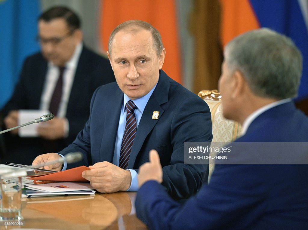 Russian President Vladimir Putin attends a restricted meeting of the Supreme Eurasian Economic Council at the level of heads of state in Astana on May 31, 2016. / AFP / POOL / ALEXEI