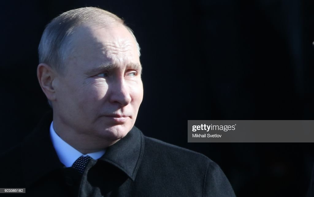 Russian President Vladimir Putin marks the Defender of the Fartherland's Day : Fotografia de notícias