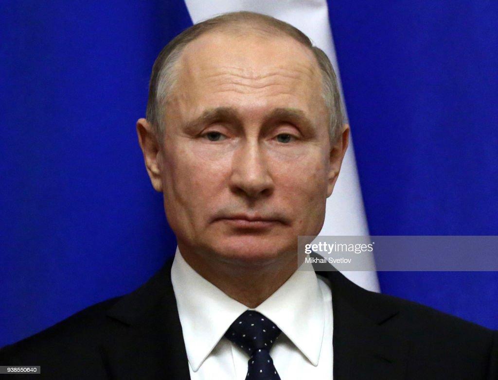 Russian President Vladimir Putin receives Emir of Qatar Tamim bin Hamad Al Thani at the Kremlin : News Photo