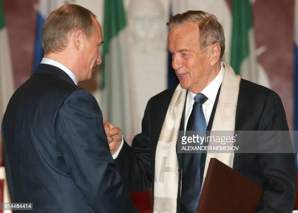 Russian President Vladimir Putin congratulates Italian director Franco Zeffirelli at the Kremlin in Moscow 03 November 2004 after awarding him an...