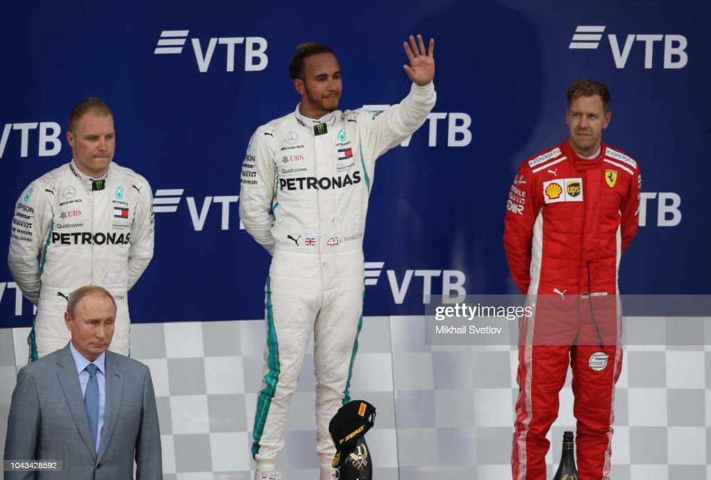Russian President Vladimir Putin attends Formula 1 2018 VTB Grand Prix Russia in Sochi : News Photo