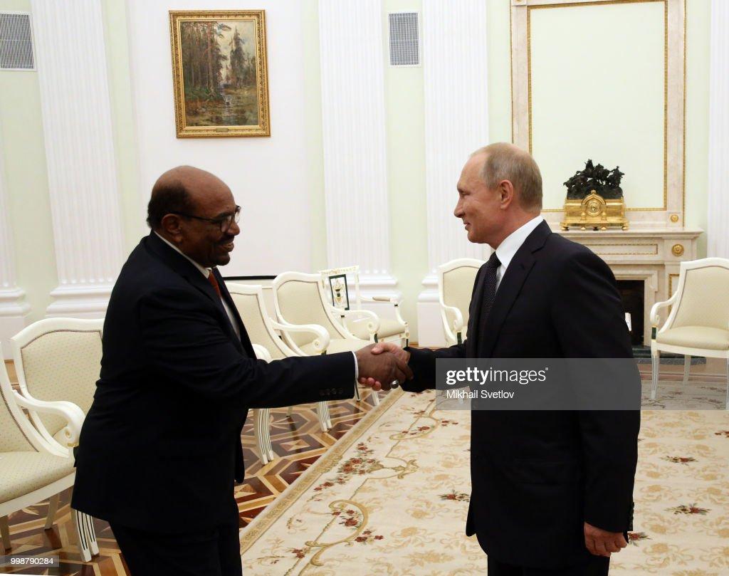 Russian President Vladimir Putin receives President of Sudan Omar al-Bashir at the Kremlin : Nieuwsfoto's