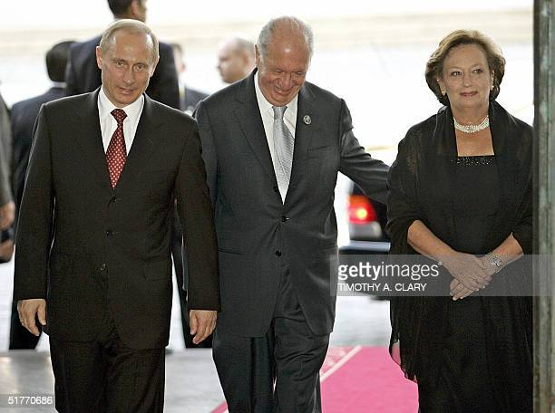 Russian President Vladimir Putin is greeted by Chilean President Ricardo Lagos and his wife Luisa Duran upon his arrival at the Estacion Mapocho...