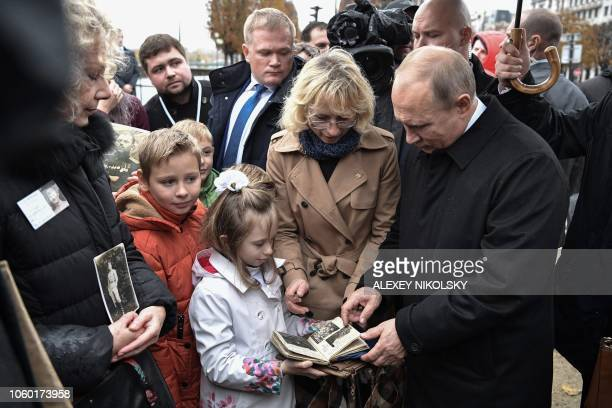 TOPSHOT Russian President Vladimir Putin meets with descendants of WWI participants after the flowerlaying ceremony marking the centenary of the...