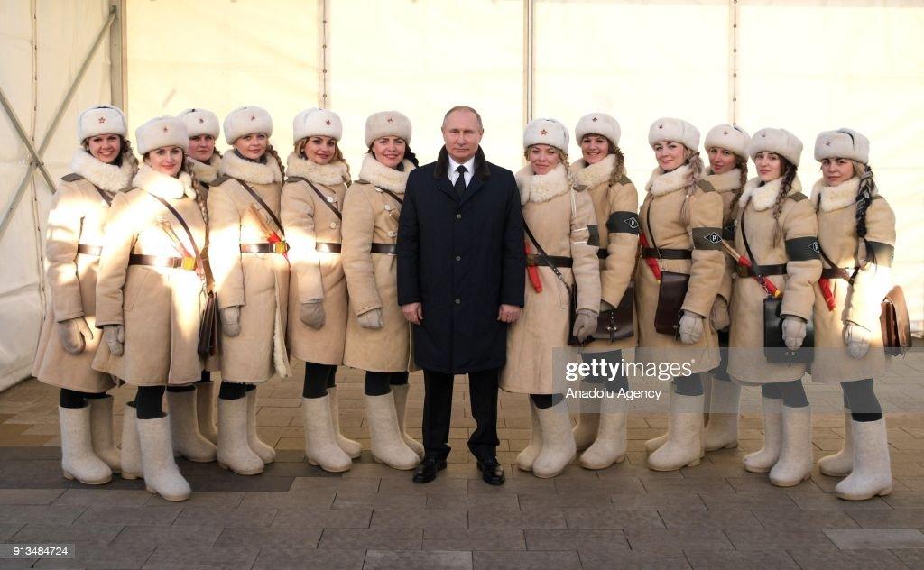 Russian President Putin visits Volgograd : Nachrichtenfoto