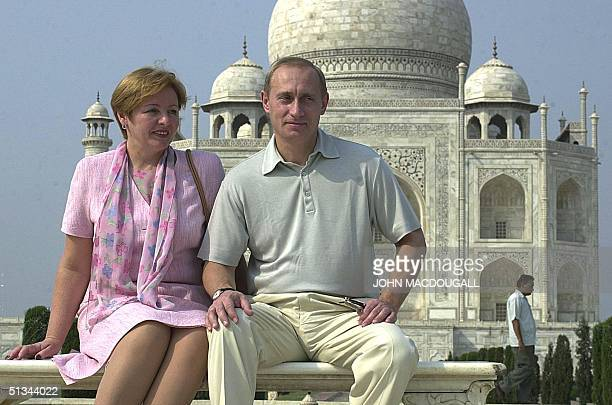 Russian President Vladimir Putin poses with his wife Lyudmila in front of the Taj Mahal 04 October 2000 Putin is on a threeday visit to India AFP...