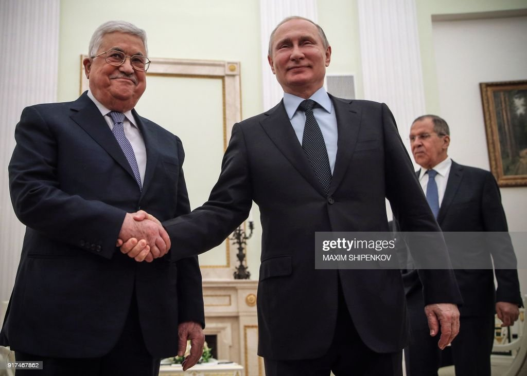 TOPSHOT - Russian President Vladimir Putin (R) shakes hands with Palestinian leader Mahmud Abbas during their meeting at the Kremlin in Moscow on February 12, 2018. The Palestinian leader is visiting Moscow in a bid to secure Putin's support after the US president outraged the Palestinians and their allies by recognising Jerusalem as Israel's capital. / AFP PHOTO / POOL / Maxim SHIPENKOV