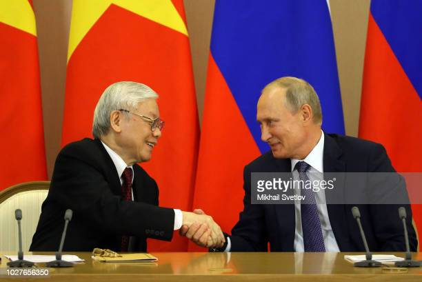 SOCHI RUSSIA SEPTEMBER6 Russian President Vladimir Putin shakes hands with Vietnamese Communist Party General Secretary Nguyen Phu Trong during their...