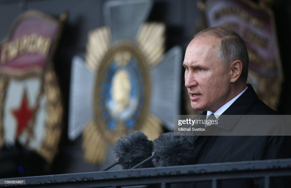 Russian President Vladimir Putin visits the airborn troops division in Pskov : Foto jornalística
