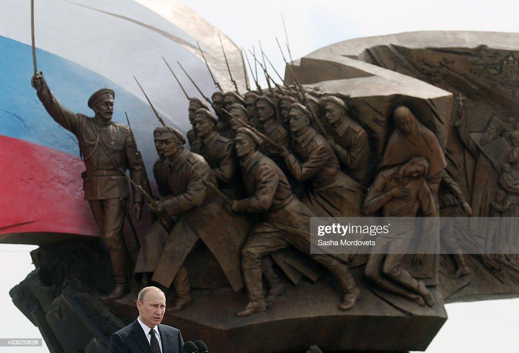Russian President Vladimir Putin Opens Monument To Soldiers of First World War : Foto di attualità