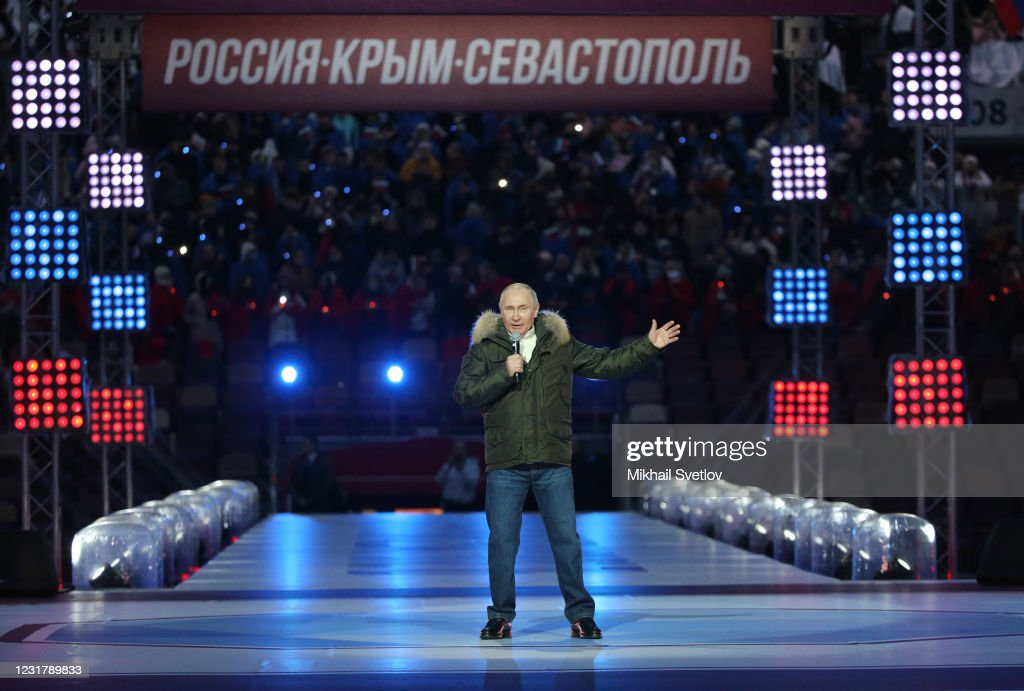 Putin Attends Concert For 7th Anniversary Of Crimea Annexation : ニュース写真