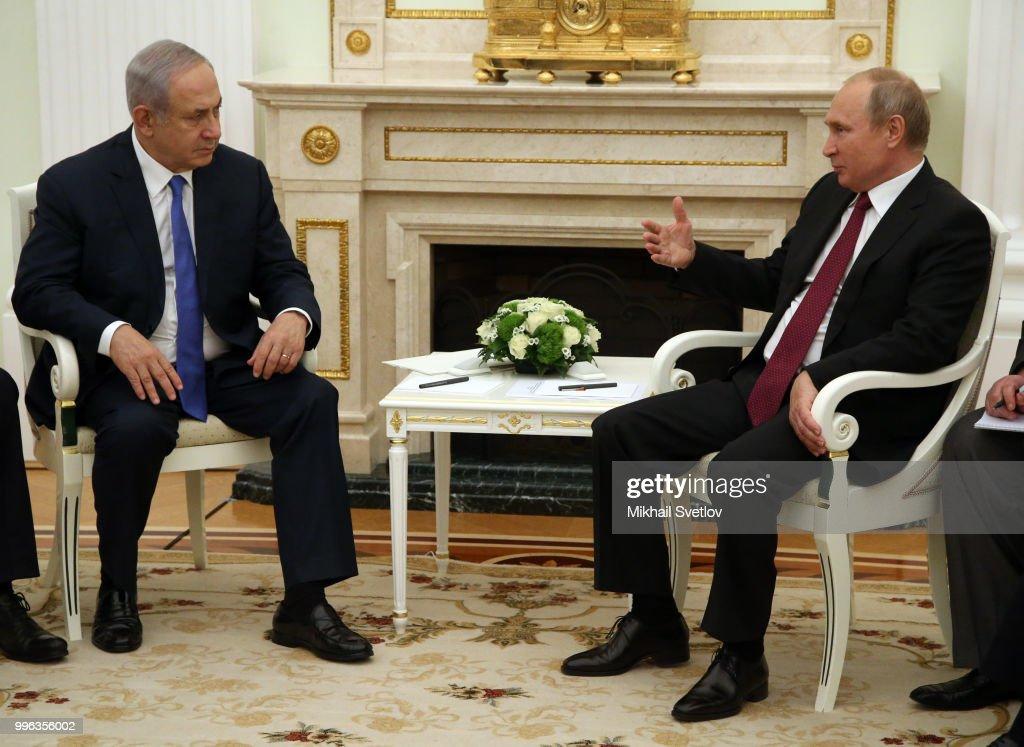 Russian President Vladimir Putin receives Israeli Prime Minister Benjamin Netanyahu at the Kremlin : News Photo