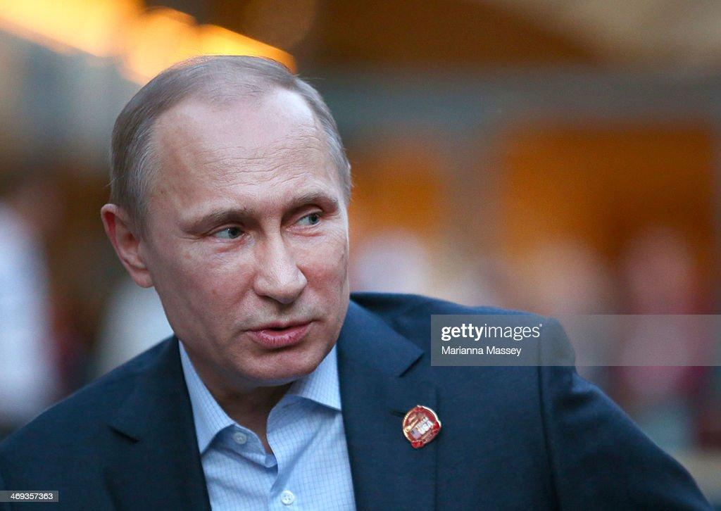President Vladimir Putin Visits USA House : News Photo