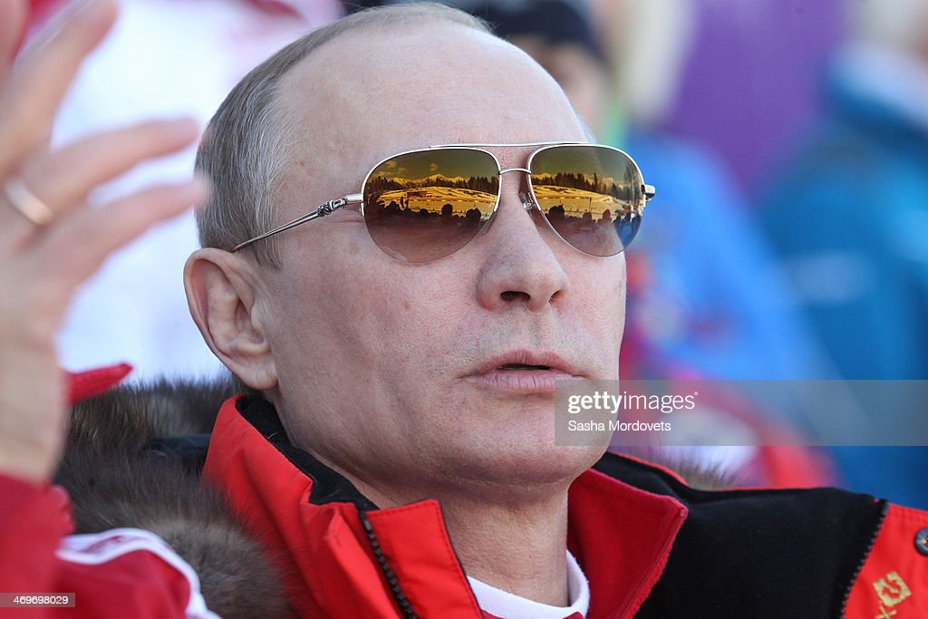 Russian President Vladimir Putin Watches Men's 4x10 K Cross-Country At the 2014 Winter Olympics, : Nachrichtenfoto
