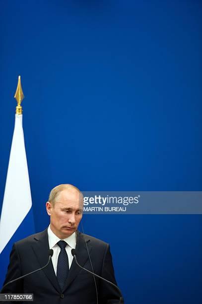 139 Russian Prime Minister Vladimir Putin Visits Paris Photos And Premium High Res Pictures Getty Images
