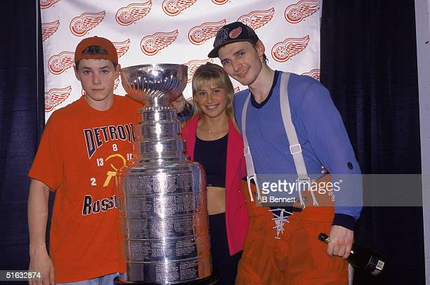 Russian professional hockey player Sergei Fedorov of the Detroit Red Wings poses with his girlfriend Russian tennis player Anna Kournikova and...