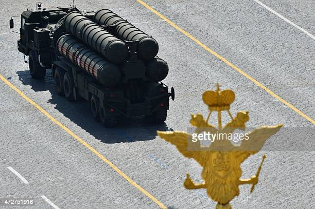 A Russian S400 Triumph/SA21 Growler mediumrange and longrange surfacetoair missile system drives through Red Square during the Victory Day military...