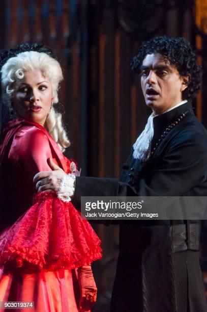 Russian soprano Anna Netrebko and Mexicanborn French tenor Rolando Villazon perform during the final dress rehearsal of Act 3 scene 2 of the...