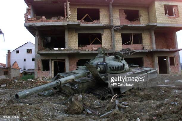 A Russian tank of the Yugoslav Army sits abandoned 19 June 1999 in the eastern Kosovar village of Klina after having been destroyed by NATO air...