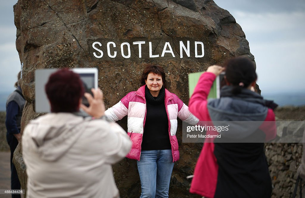 Russian tourists take photographs on the border between England and Scotland on September 14, 2014 in Carter Bar, Scotland. The latest polls in Scotland's independence referendum put the No campaign back in the lead, the first time they have gained ground on the Yes campaign since the start of August.