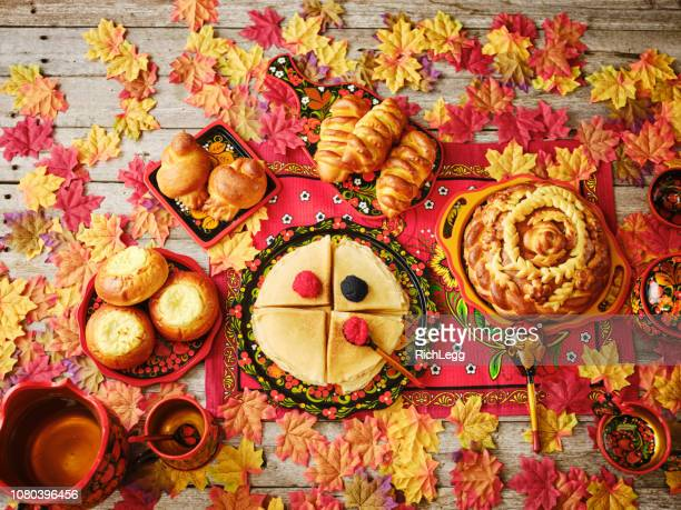 russian traditional holiday bread on a table - top down view - russian culture stock pictures, royalty-free photos & images