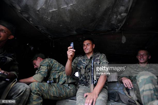 Russian troops take up positions on August 16 2008 near the village of Igoeti on the road from Gori to Tbilisi about 45 kilometres from Tbilisi...