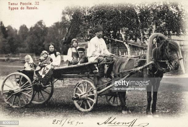 Russian Typs FarmerPhotograph Around 1900 [Russische Typen Bauernfamilie Photographie Um 1900]