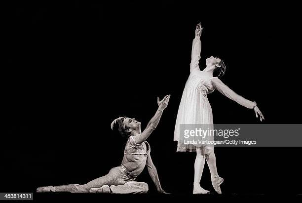Russian-born American dancer Mikhail Baryshnikov and American ballerina Gelsey Kirkland perform in the American Ballet Theatre's production of 'Le...